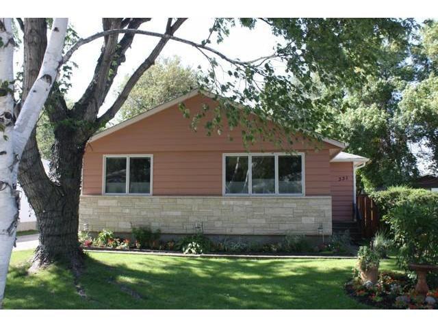 Main Photo: 331 HILLARY Bay in WINNIPEG: Westwood / Crestview Residential for sale (West Winnipeg)  : MLS®# 1017178