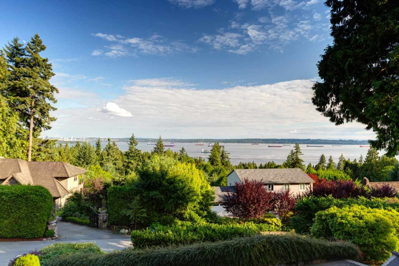 Main Photo: 3059 SPENCER Court in West Vancouver: Altamont House for sale : MLS®# R2391989
