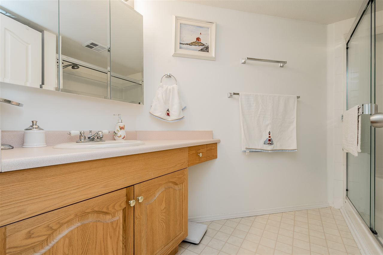 "Photo 15: Photos: 209 2626 COUNTESS Street in Abbotsford: Abbotsford West Condo for sale in ""The Wedgewood"" : MLS®# R2396914"