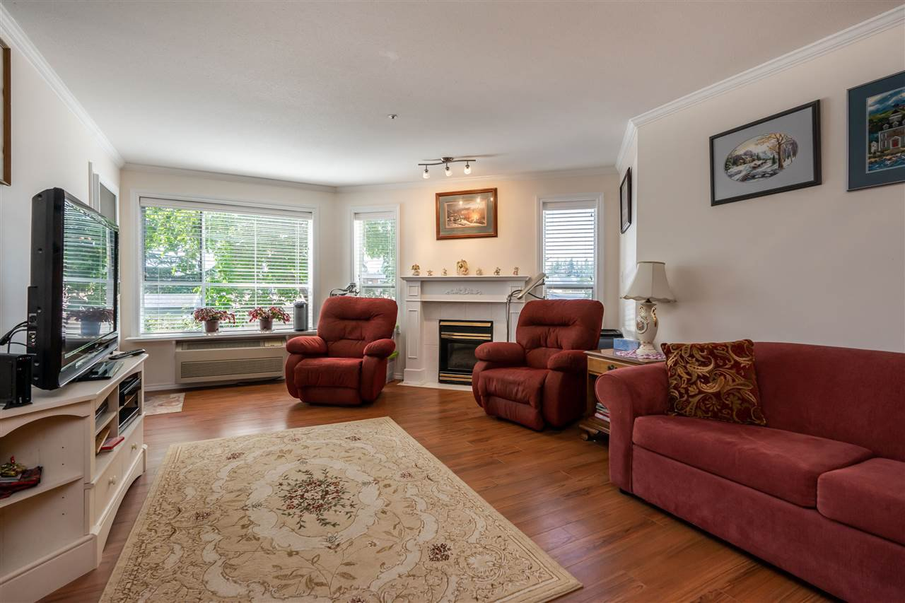 "Photo 7: Photos: 209 2626 COUNTESS Street in Abbotsford: Abbotsford West Condo for sale in ""The Wedgewood"" : MLS®# R2396914"