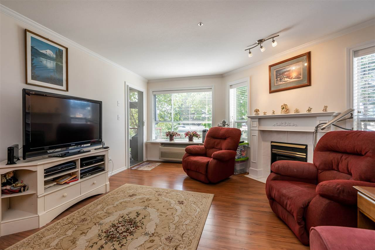 "Photo 6: Photos: 209 2626 COUNTESS Street in Abbotsford: Abbotsford West Condo for sale in ""The Wedgewood"" : MLS®# R2396914"