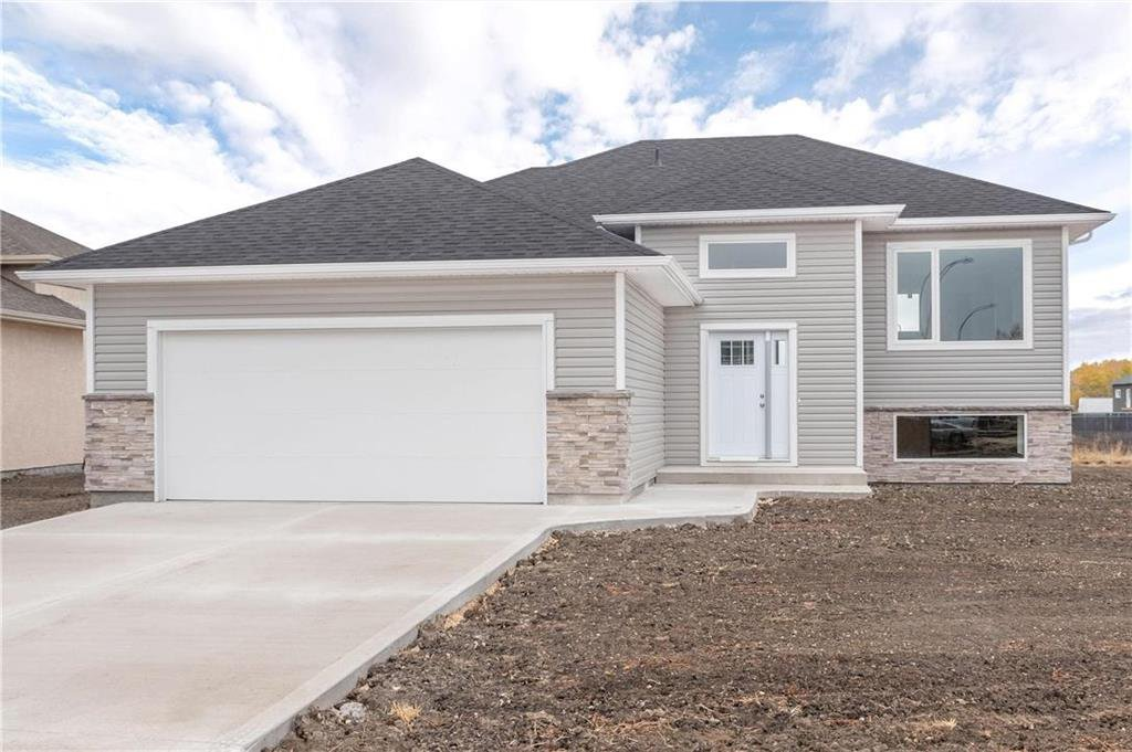 Main Photo: 8 Sand Piper Trail North in Landmark: R05 Residential for sale : MLS®# 202022708