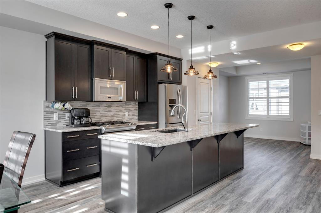 Main Photo: 109 MCKENZIE TOWNE Square SE in Calgary: McKenzie Towne Row/Townhouse for sale : MLS®# A1042511