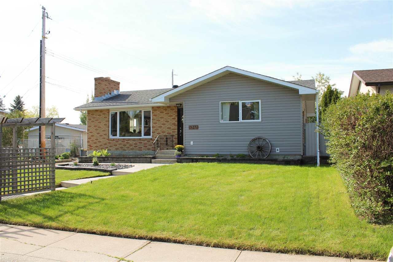 Main Photo: 5303 92B Avenue in Edmonton: Zone 18 House for sale : MLS®# E4169000