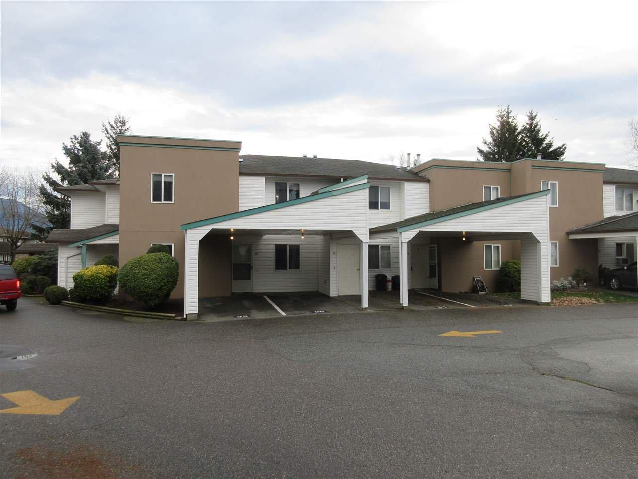 "Main Photo: 33 7715 LUCKAKUCK Place in Sardis: Sardis West Vedder Rd Townhouse for sale in ""VILLAGE CREEK ESTATES"" : MLS®# R2423743"