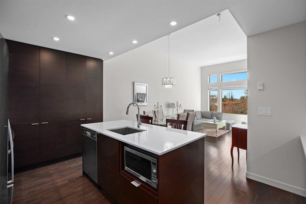 Main Photo: 508 1677 LLOYD AVENUE in North Vancouver: Pemberton NV Condo for sale : MLS®# R2444498