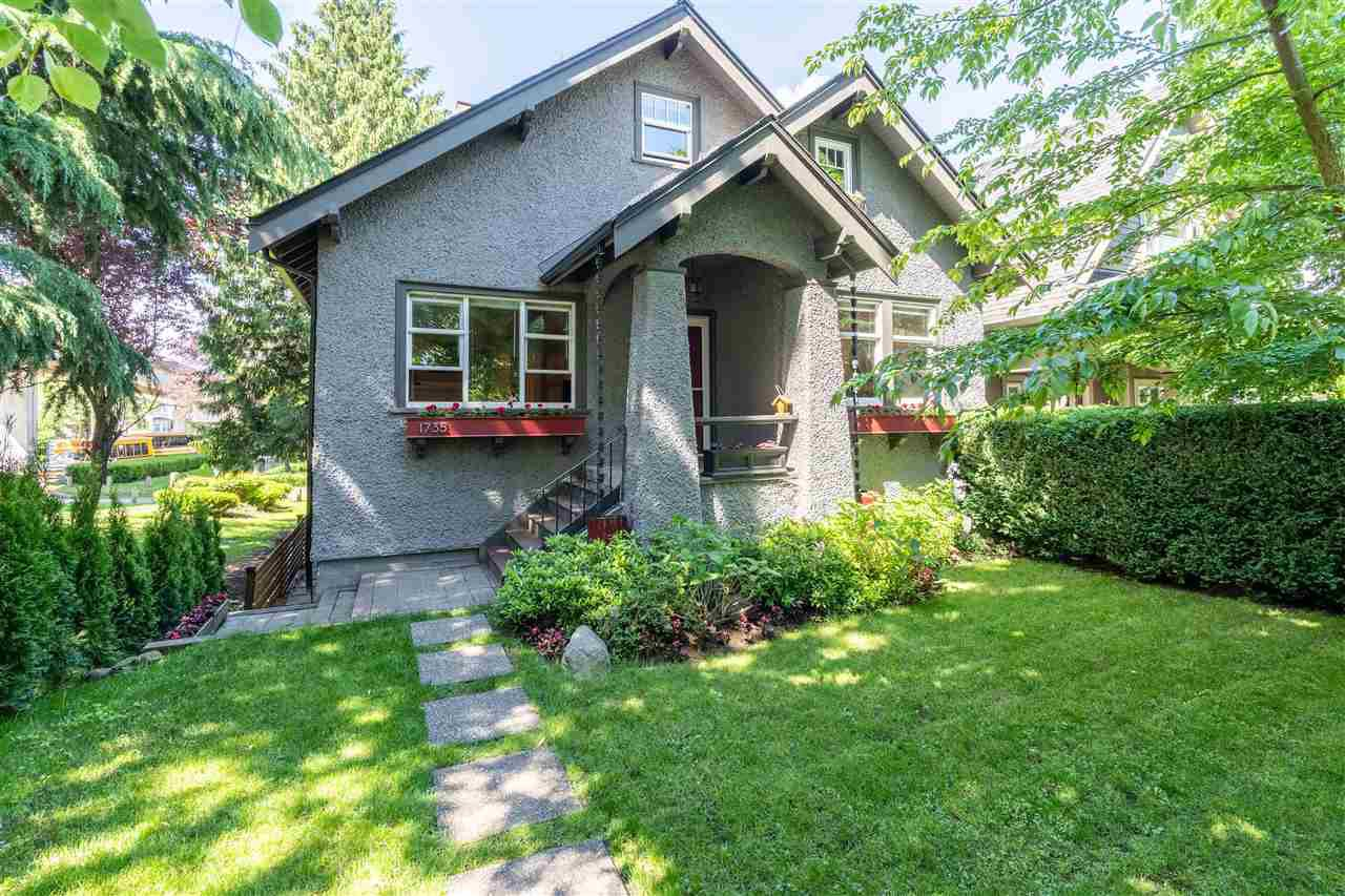 Main Photo: 1735 E 15TH Avenue in Vancouver: Grandview Woodland House for sale (Vancouver East)  : MLS®# R2461451