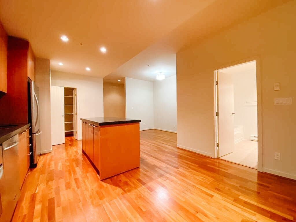"""Main Photo: 415 1333 W GEORGIA Street in Vancouver: Coal Harbour Condo for sale in """"The Qube"""" (Vancouver West)  : MLS®# R2523708"""