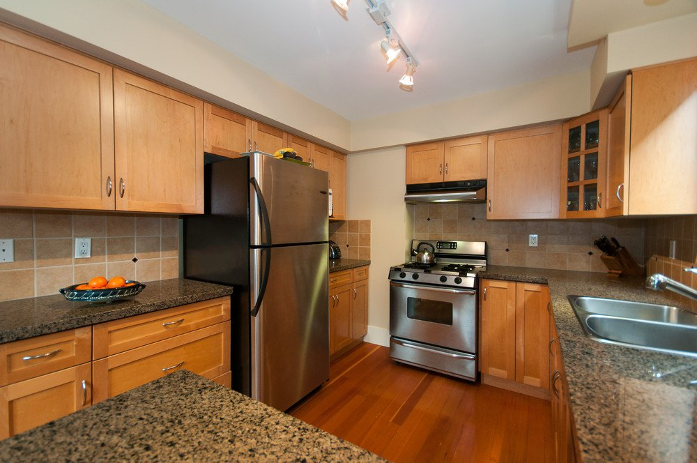 Photo 12: Photos: 3536 W 13TH Avenue in Vancouver: Kitsilano House for sale (Vancouver West)  : MLS®# V865344