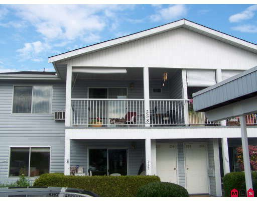 "Main Photo: 258 32691 GARIBALDI Drive in Abbotsford: Abbotsford West Townhouse for sale in ""Carriage Lane"" : MLS®# F2822802"