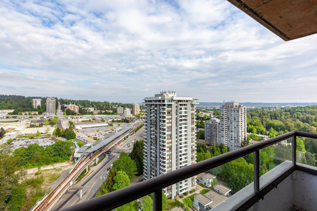 """Photo 7: Photos: 2101 3970 CARRIGAN Court in Burnaby: Government Road Condo for sale in """"HARRINGTON"""" (Burnaby North)  : MLS®# R2391292"""