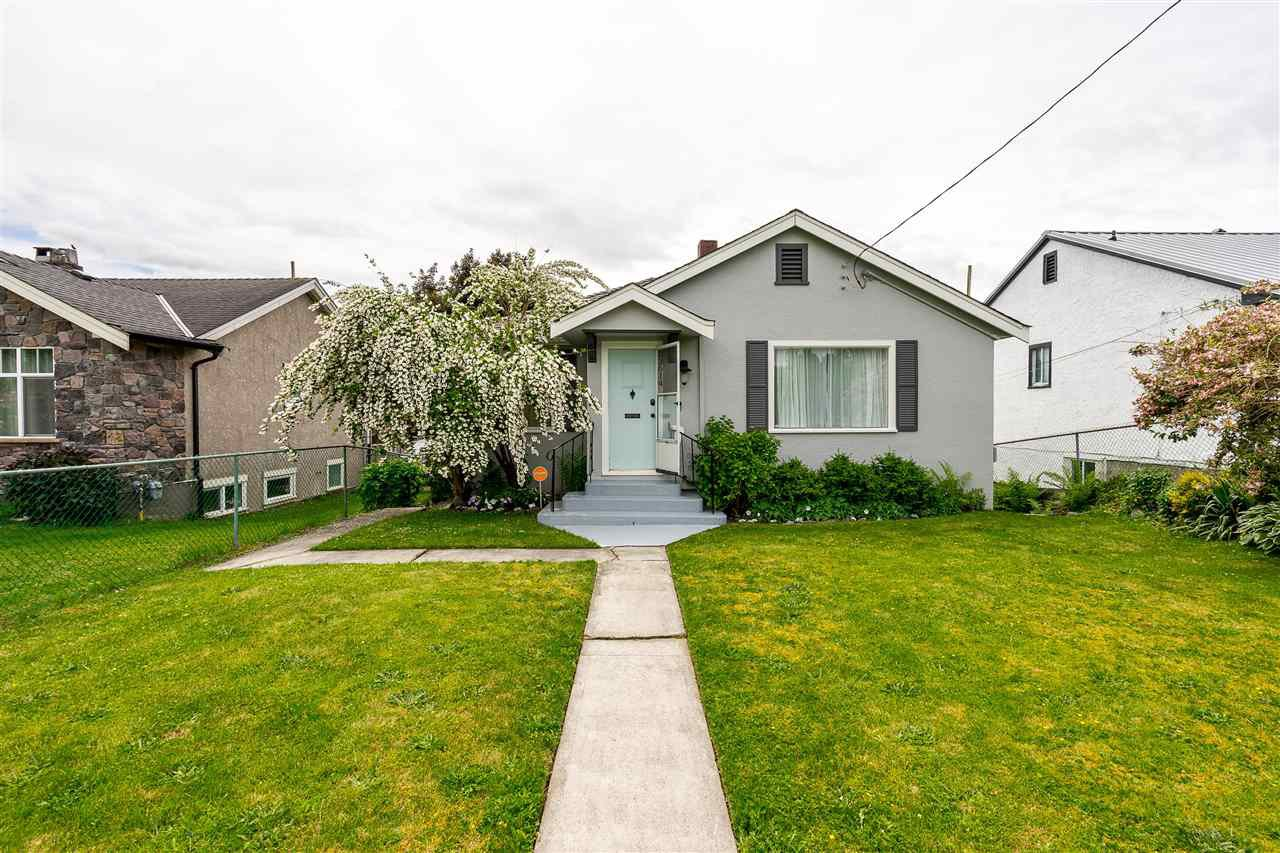 Main Photo: 33614 7TH Avenue in Mission: Mission BC House for sale : MLS®# R2464302