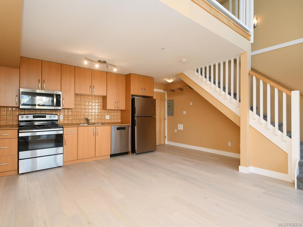 Main Photo: 304 1155 Yates St in Victoria: Vi Downtown Condo Apartment for sale : MLS®# 836214
