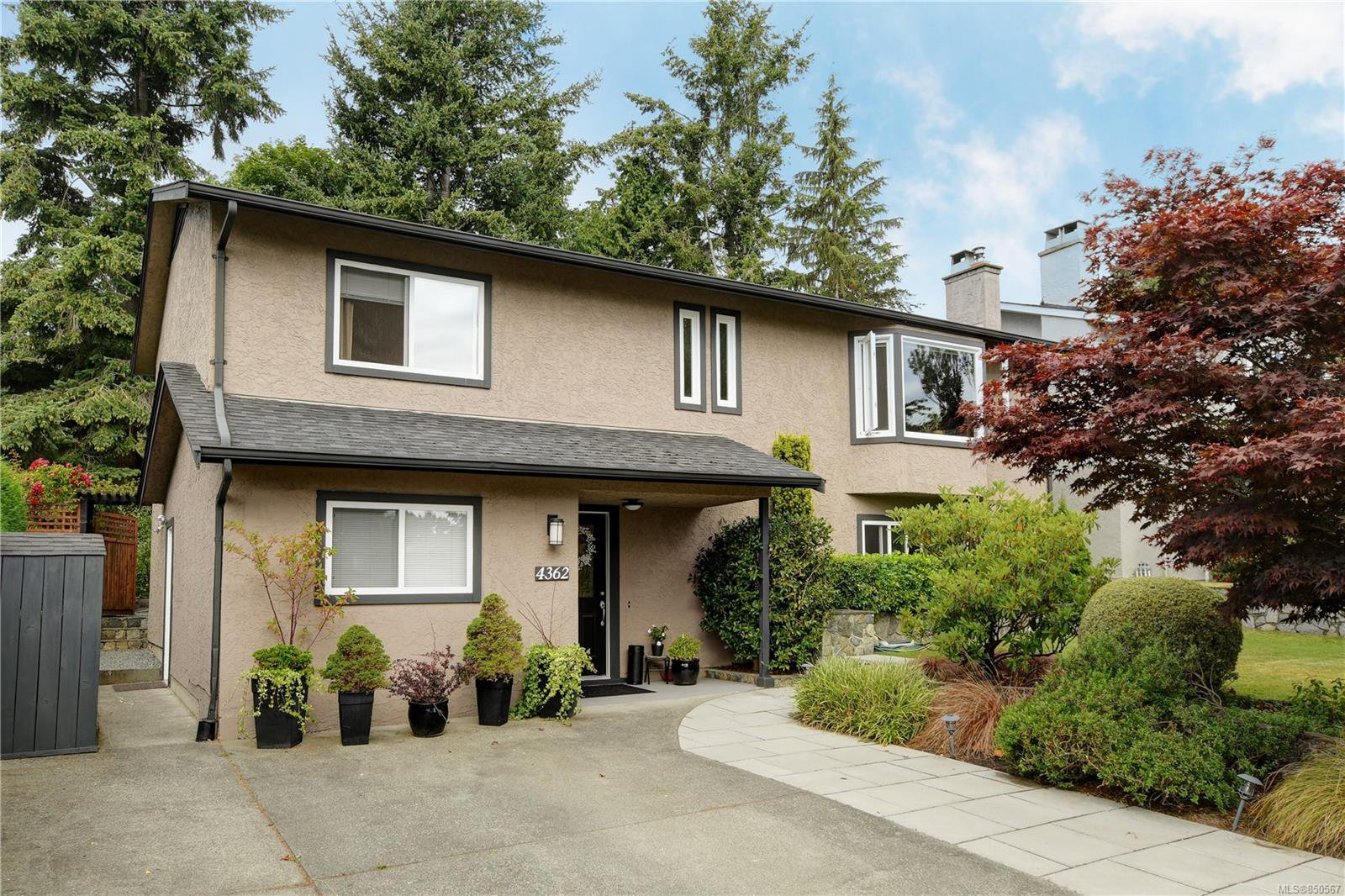 Main Photo: 4362 Elnido Cres in : SE Mt Doug Single Family Detached for sale (Saanich East)  : MLS®# 850567