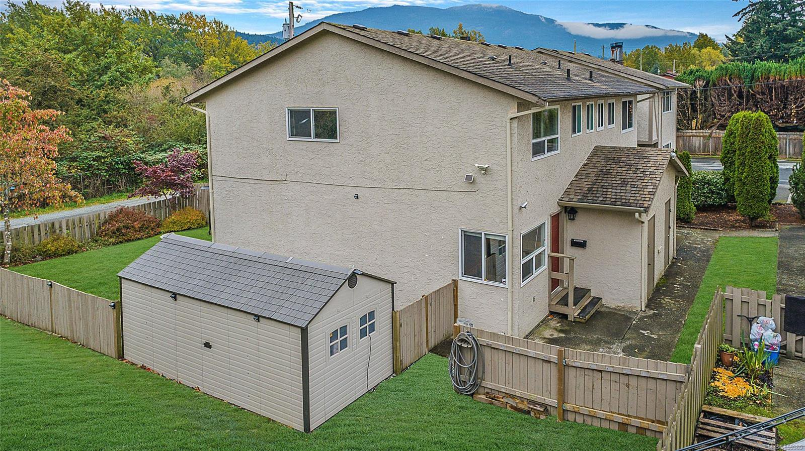 Main Photo: 1598 Fuller St in : Na Central Nanaimo Row/Townhouse for sale (Nanaimo)  : MLS®# 859385