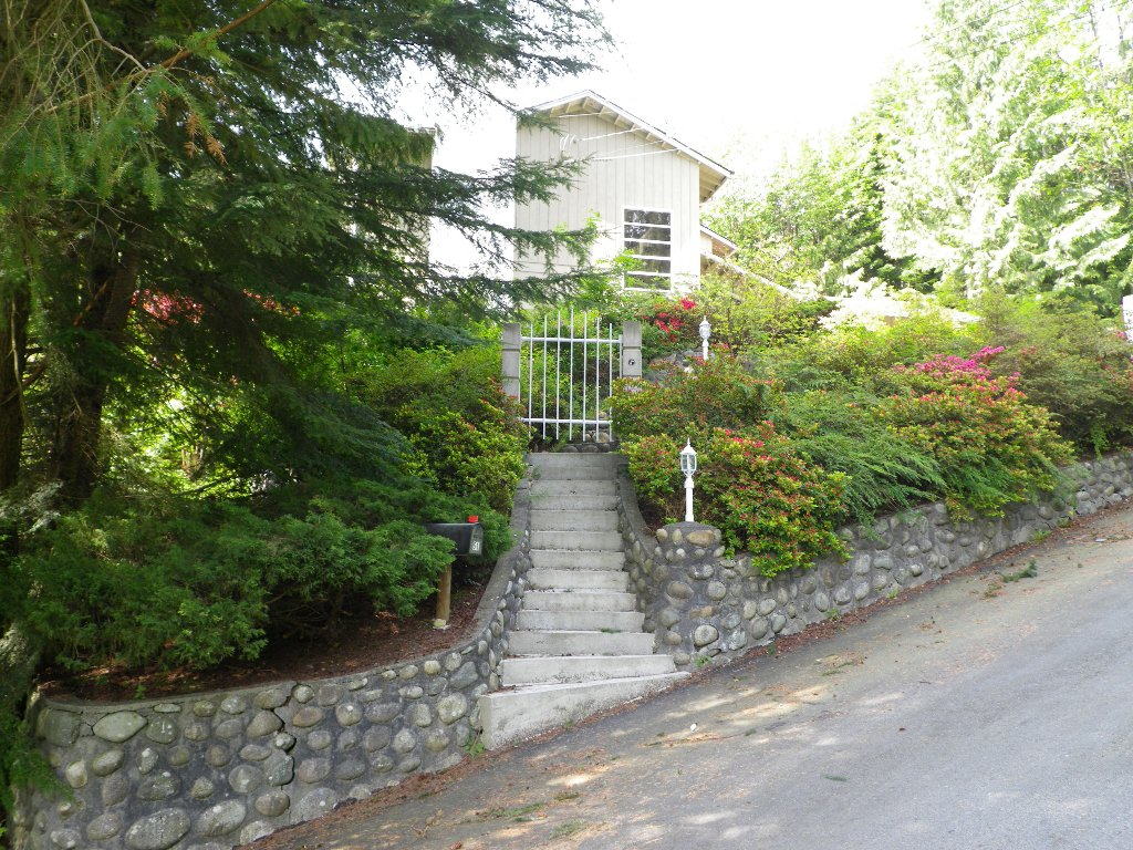 Photo 4: Photos: 51 BONNYMUIR PL - WEST VANCOUVER in West Vancouver: Glenmore House for sale : MLS®# V831606