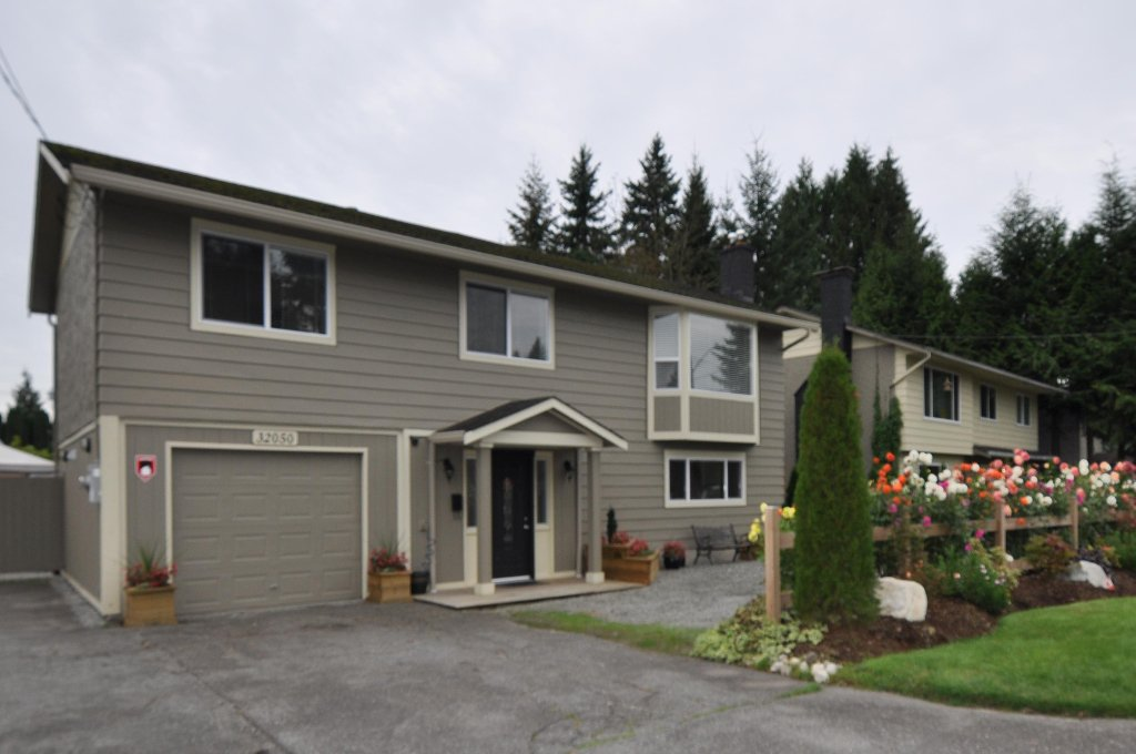 Main Photo: 32050 SANDPIPER Place in Mission: Mission BC House for sale : MLS®# F1026223