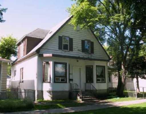 Main Photo: 662 MANITOBA Avenue in WINNIPEG: North End Residential for sale (North West Winnipeg)  : MLS®# 2919383