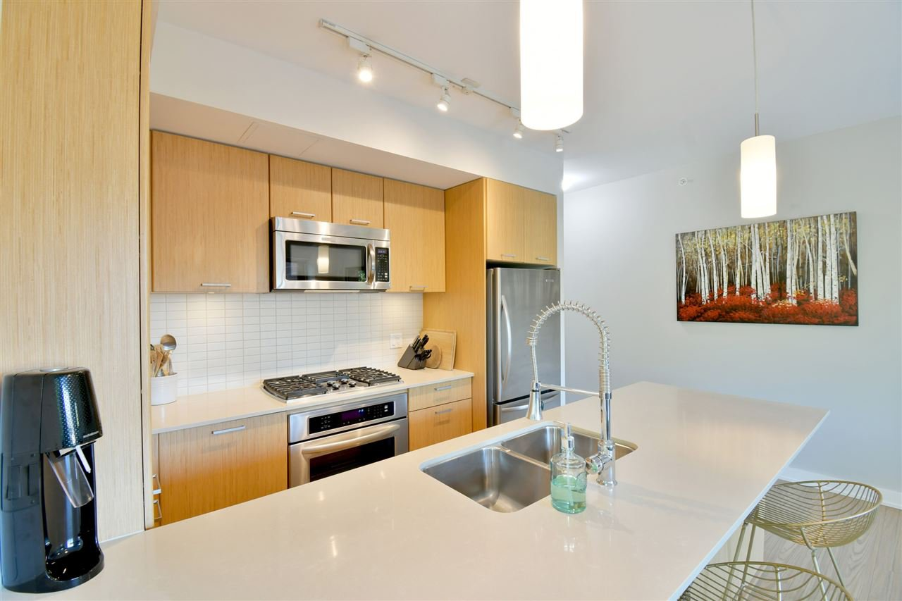 "Photo 6: Photos: 305 301 CAPILANO Road in Port Moody: Port Moody Centre Condo for sale in ""The Residences"" : MLS®# R2402732"