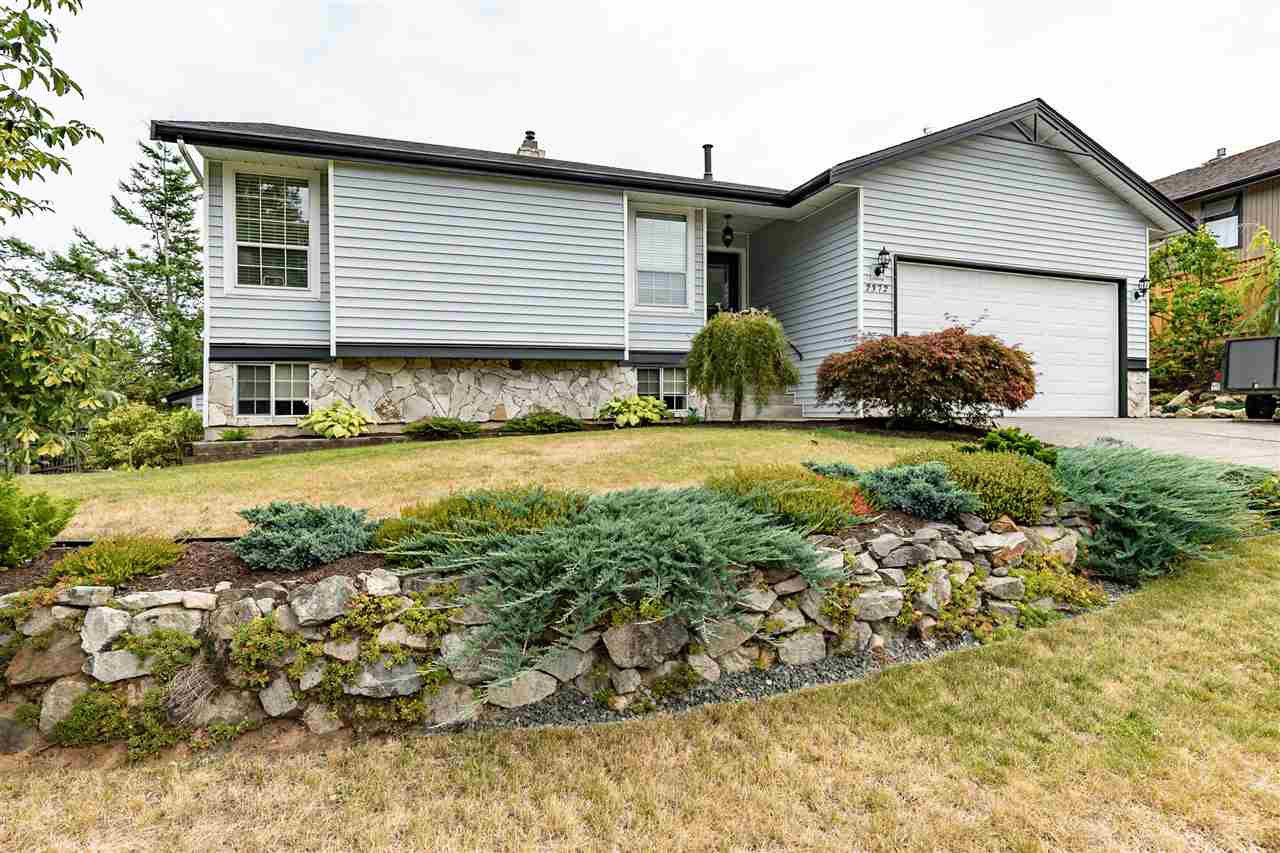 "Main Photo: 2372 MOUNTAIN Drive in Abbotsford: Abbotsford East House for sale in ""MOUNTAIN VILLAGE"" : MLS®# R2405999"