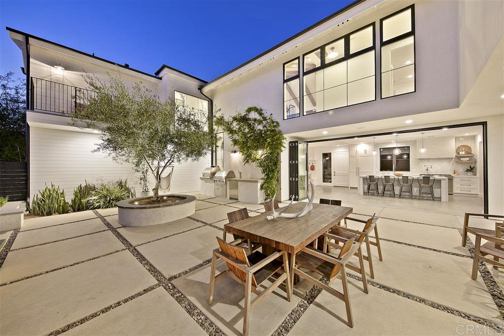 Main Photo: LEUCADIA House for sale : 7 bedrooms : 548 Hygeia Ave in Encinitas