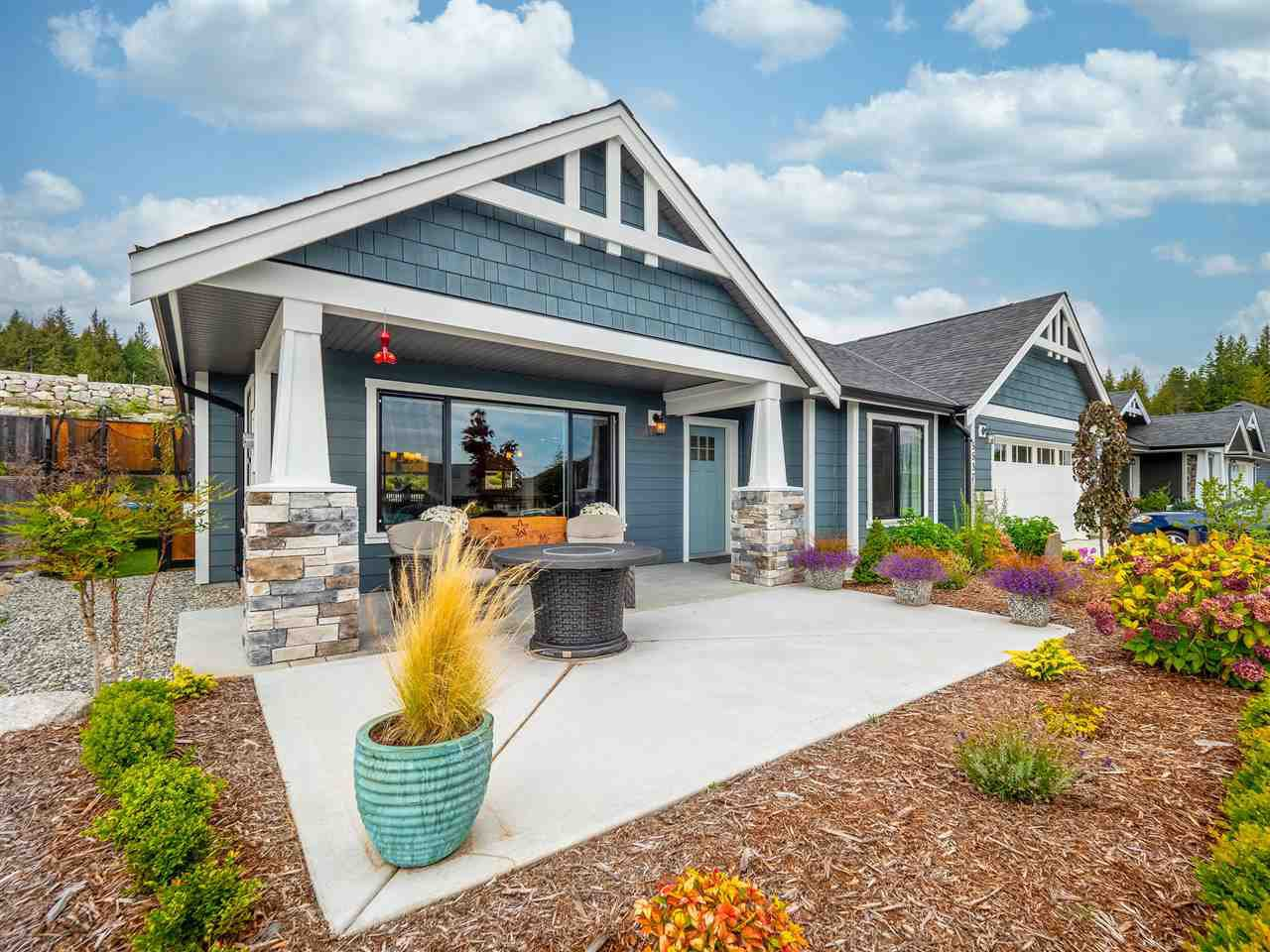 """Main Photo: 5537 PEREGRINE Crescent in Sechelt: Sechelt District House for sale in """"Silverstone Heights"""" (Sunshine Coast)  : MLS®# R2499583"""