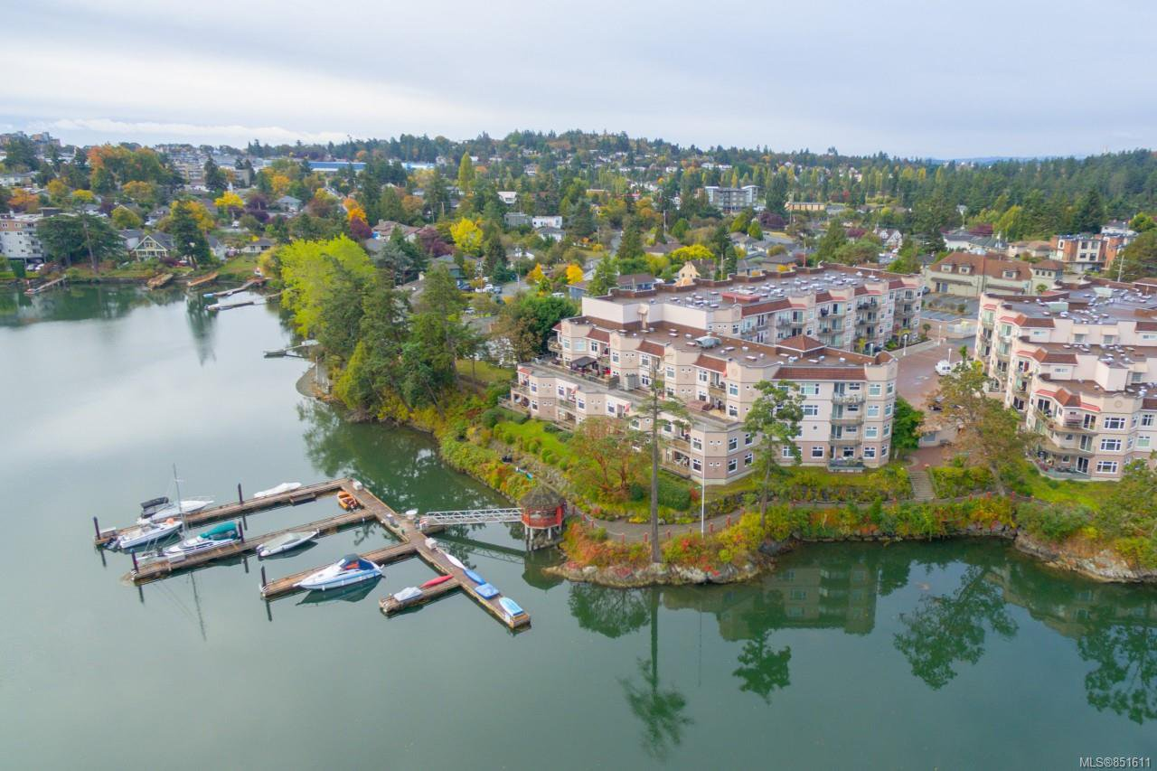 Main Photo: 4 1083 Tillicum Rd in : Es Kinsmen Park Condo for sale (Esquimalt)  : MLS®# 851611