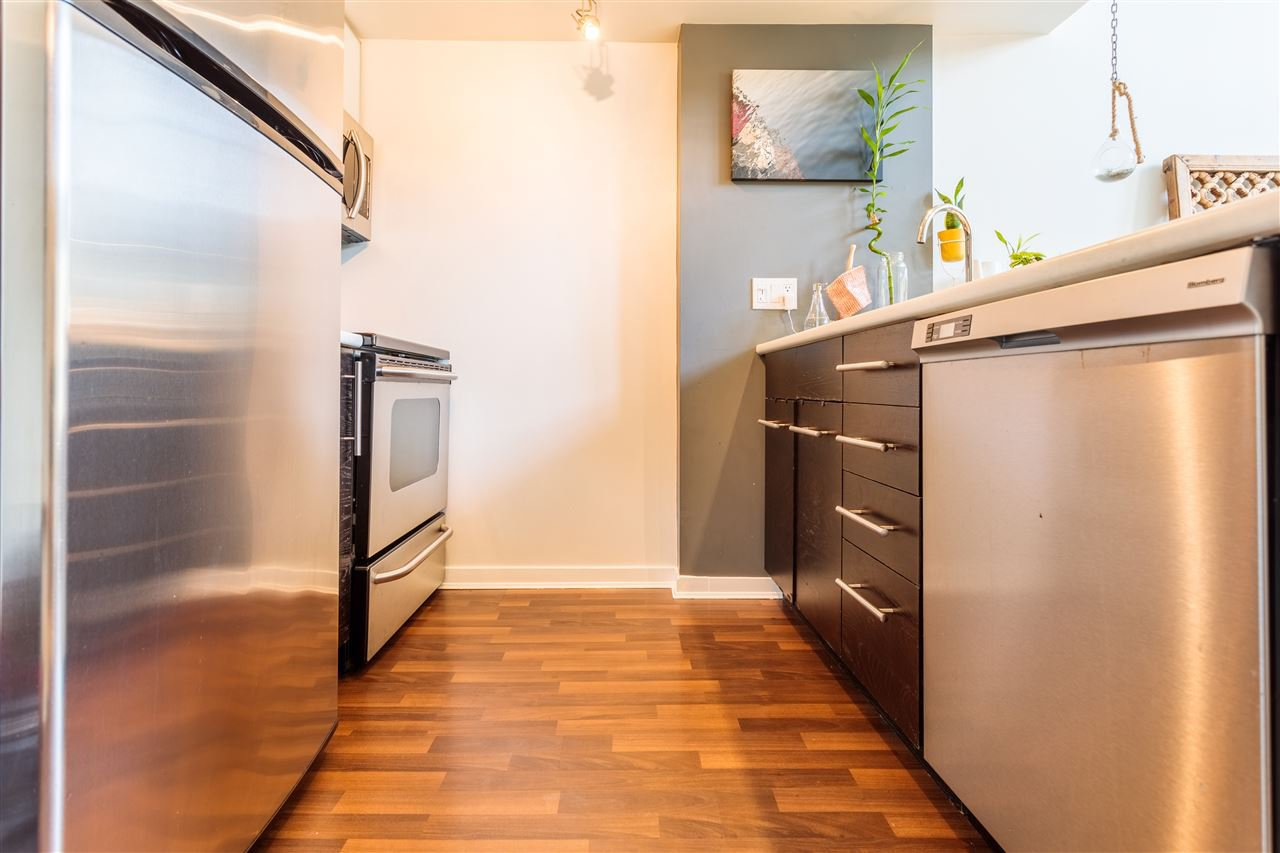 """Photo 3: Photos: 302 1 E CORDOVA Street in Vancouver: Downtown VE Condo for sale in """"CARRALL ST STATION"""" (Vancouver East)  : MLS®# R2502376"""
