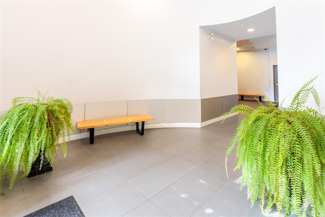 """Photo 17: Photos: 302 1 E CORDOVA Street in Vancouver: Downtown VE Condo for sale in """"CARRALL ST STATION"""" (Vancouver East)  : MLS®# R2502376"""