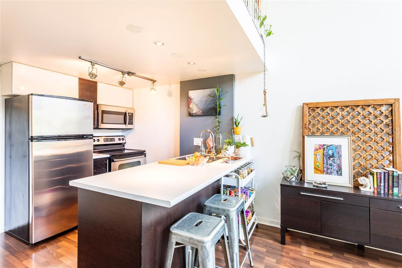 """Photo 5: Photos: 302 1 E CORDOVA Street in Vancouver: Downtown VE Condo for sale in """"CARRALL ST STATION"""" (Vancouver East)  : MLS®# R2502376"""