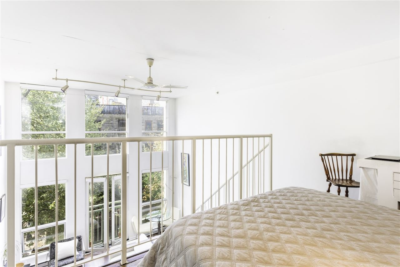 """Photo 8: Photos: 302 1 E CORDOVA Street in Vancouver: Downtown VE Condo for sale in """"CARRALL ST STATION"""" (Vancouver East)  : MLS®# R2502376"""