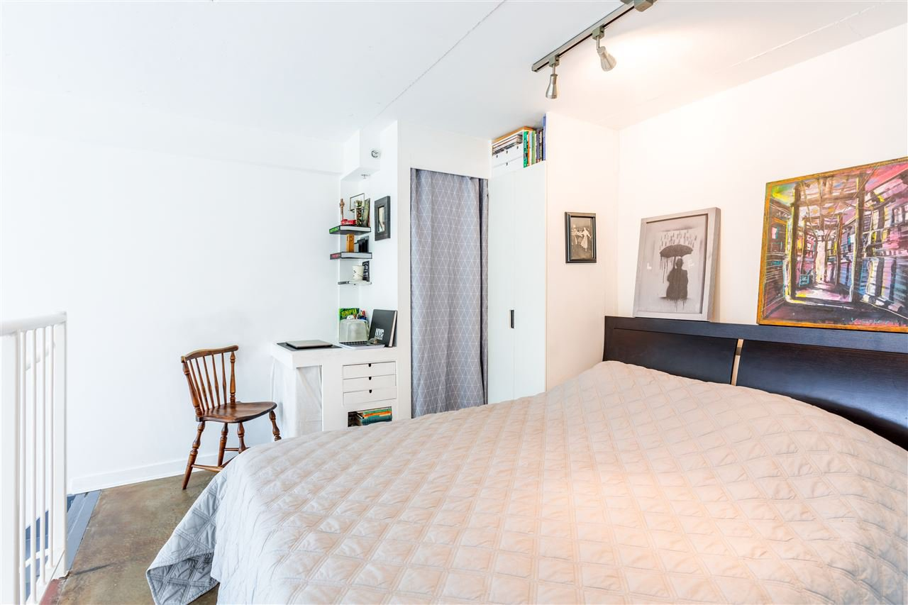"""Photo 7: Photos: 302 1 E CORDOVA Street in Vancouver: Downtown VE Condo for sale in """"CARRALL ST STATION"""" (Vancouver East)  : MLS®# R2502376"""