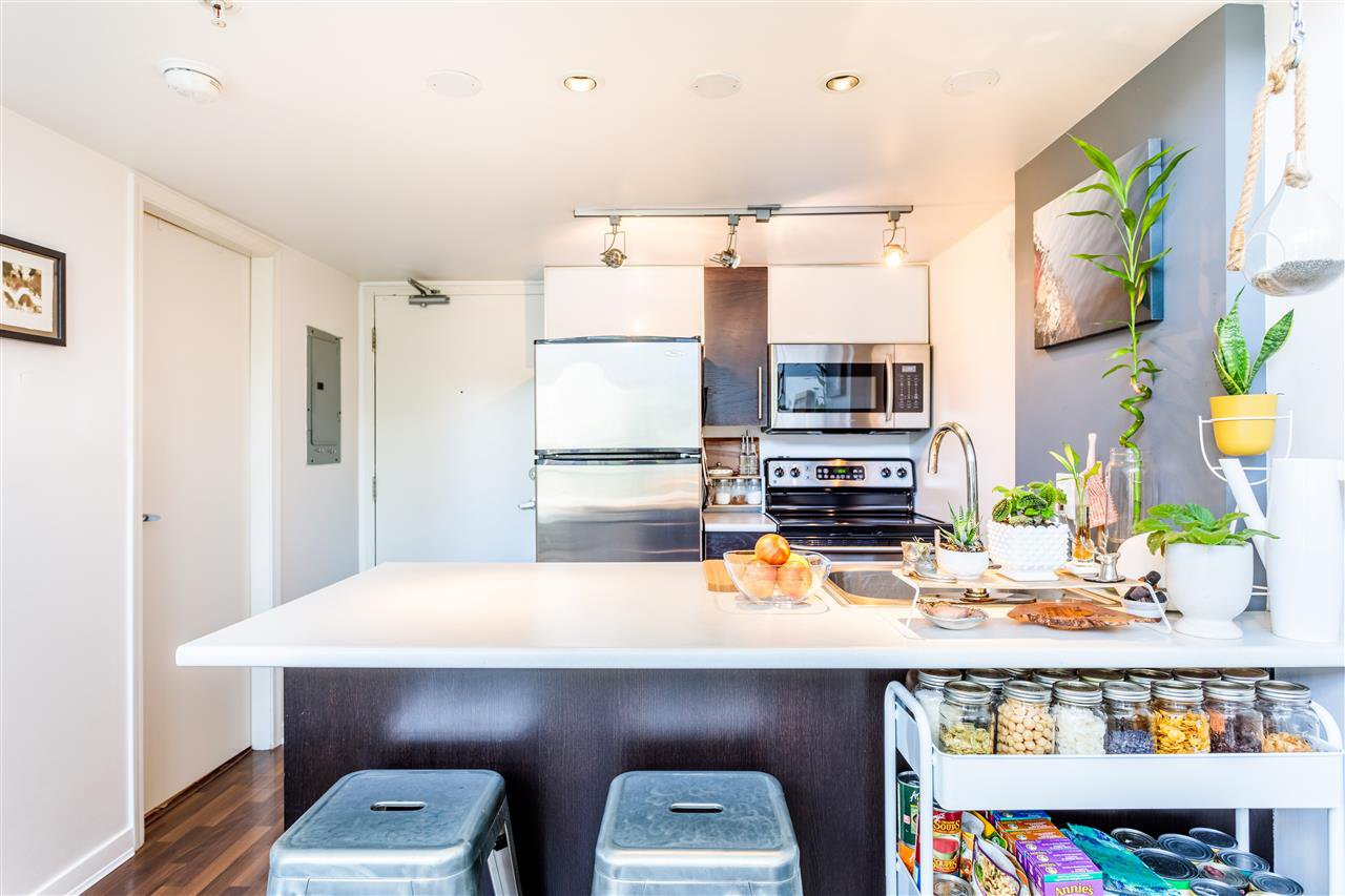 """Photo 13: Photos: 302 1 E CORDOVA Street in Vancouver: Downtown VE Condo for sale in """"CARRALL ST STATION"""" (Vancouver East)  : MLS®# R2502376"""