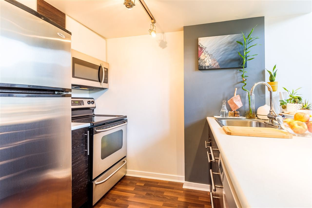 """Photo 4: Photos: 302 1 E CORDOVA Street in Vancouver: Downtown VE Condo for sale in """"CARRALL ST STATION"""" (Vancouver East)  : MLS®# R2502376"""