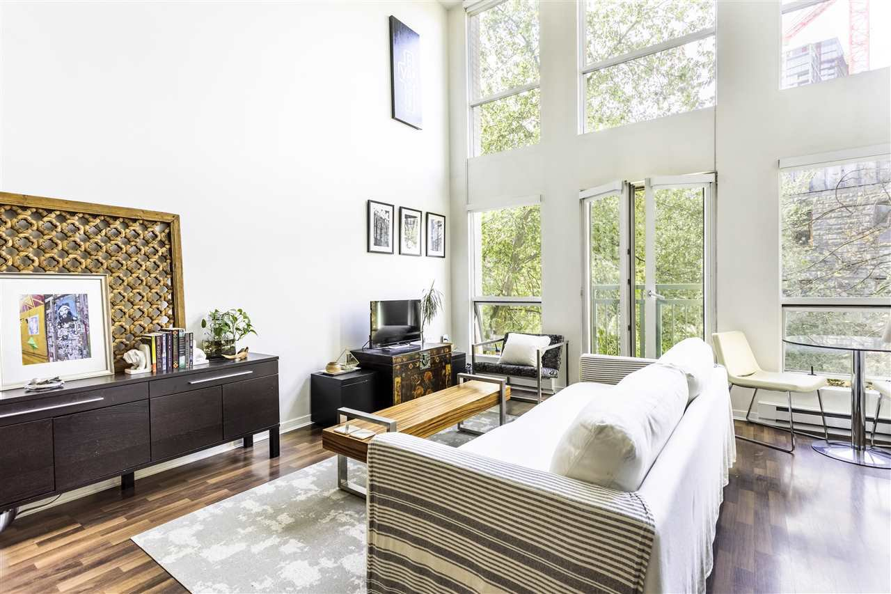 """Photo 2: Photos: 302 1 E CORDOVA Street in Vancouver: Downtown VE Condo for sale in """"CARRALL ST STATION"""" (Vancouver East)  : MLS®# R2502376"""