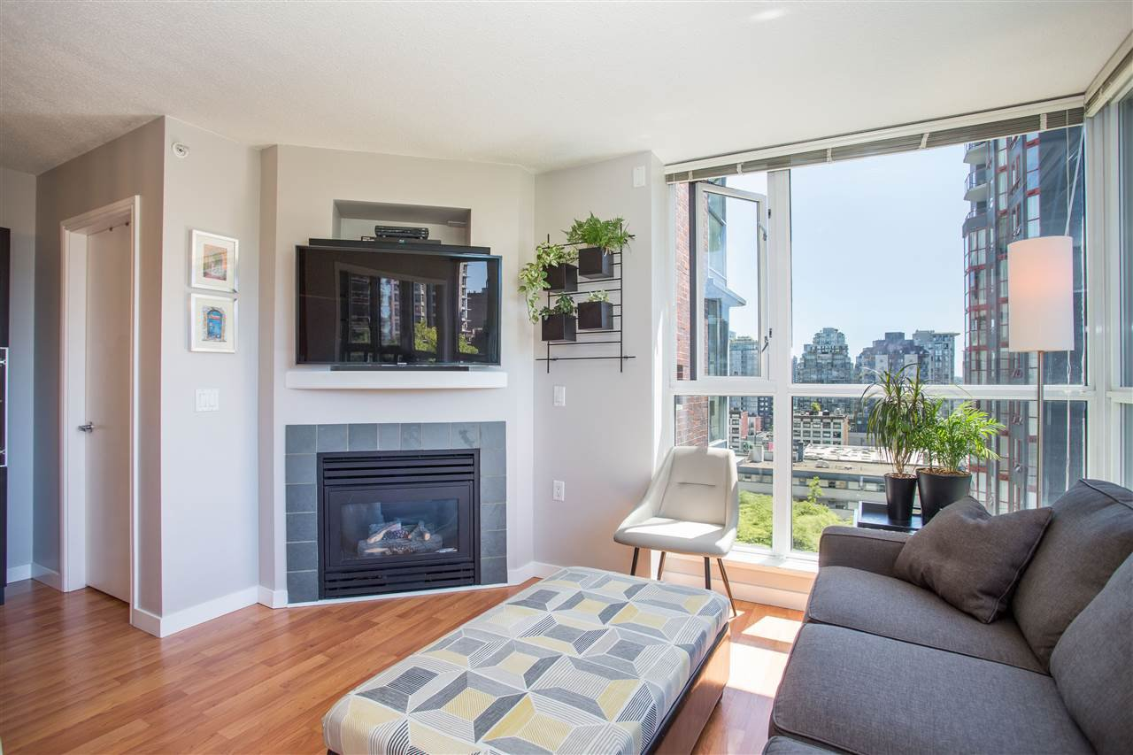 "Photo 2: Photos: 1008 1068 HORNBY Street in Vancouver: Downtown VW Condo for sale in ""The Canadian"" (Vancouver West)  : MLS®# R2389948"