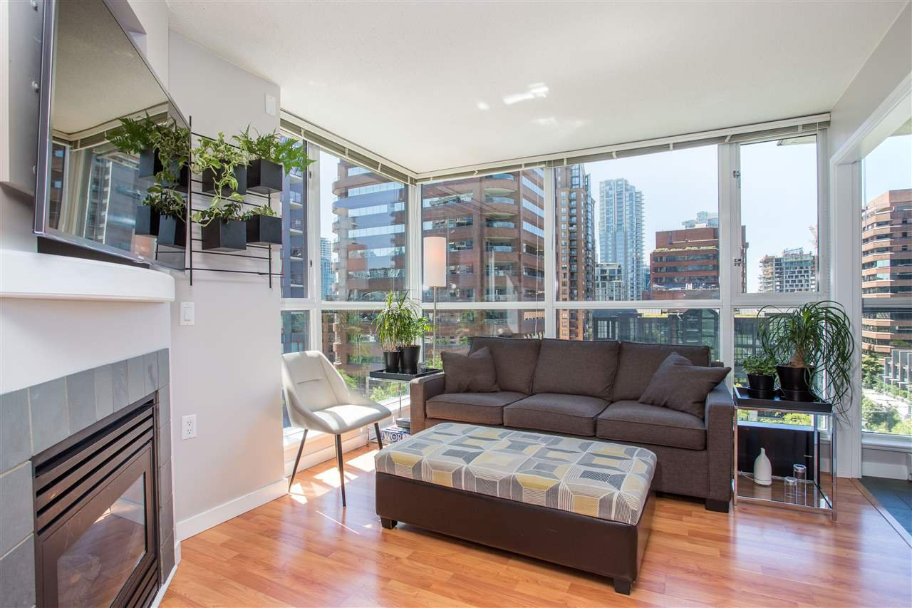 "Main Photo: 1008 1068 HORNBY Street in Vancouver: Downtown VW Condo for sale in ""The Canadian"" (Vancouver West)  : MLS®# R2389948"