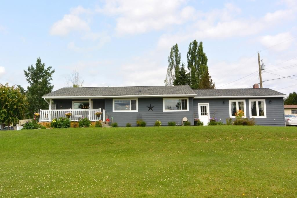 """Main Photo: 1815 PRINCESS Street in Smithers: Smithers - Town House for sale in """"Hill Section"""" (Smithers And Area (Zone 54))  : MLS®# R2392951"""