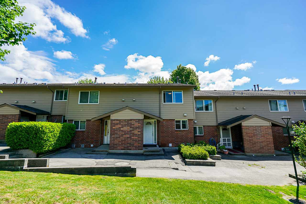 """Main Photo: 111 10748 GUILDFORD Drive in Surrey: Guildford Townhouse for sale in """"GUILDFORD CLOSE"""" (North Surrey)  : MLS®# R2457546"""