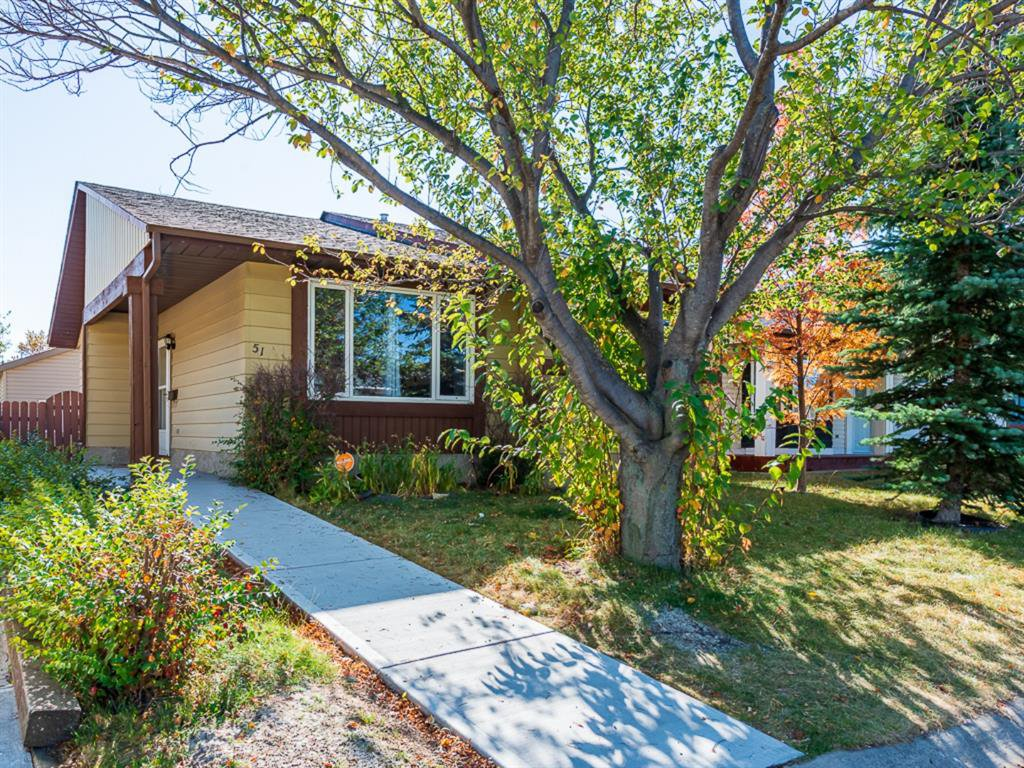 Main Photo: 51 Templewood Mews NE in Calgary: Temple Detached for sale : MLS®# A1039525