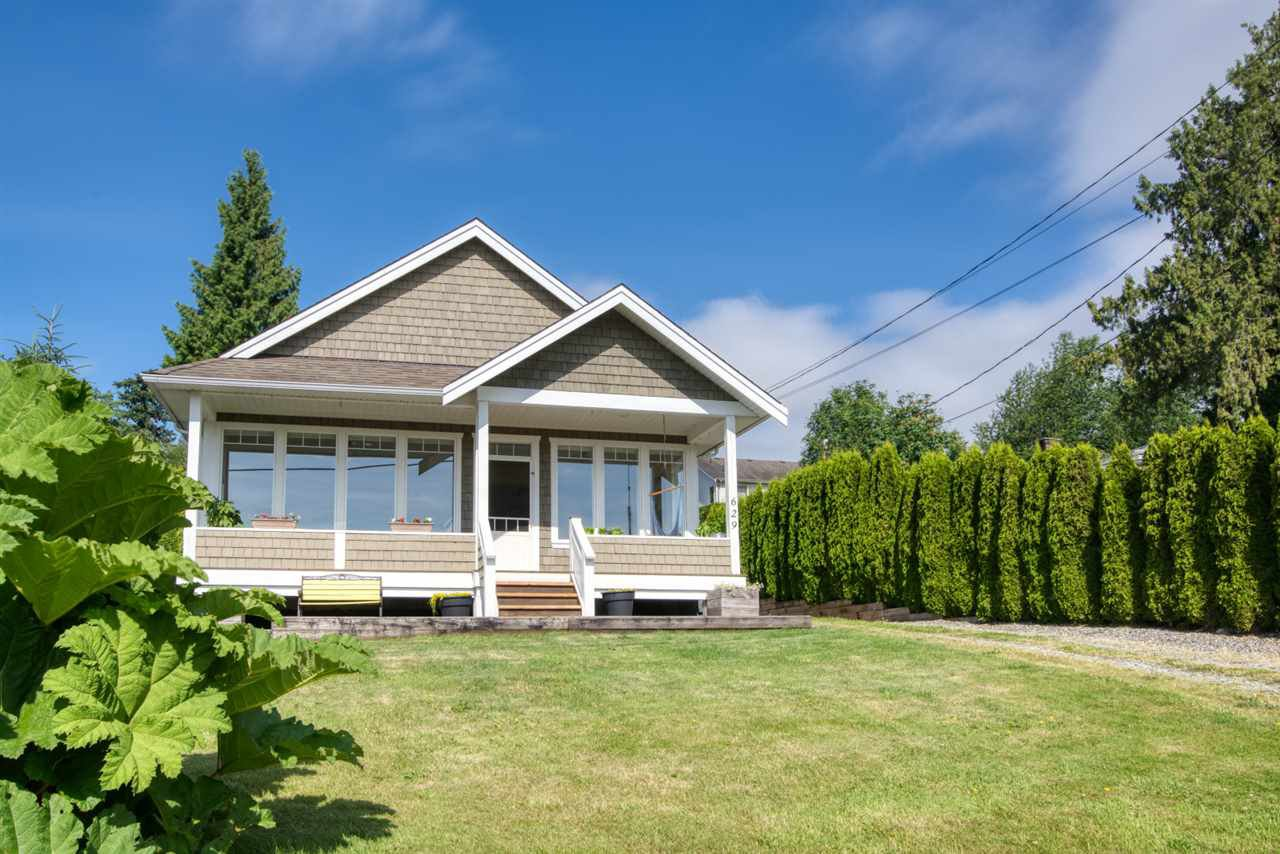 Main Photo: 629 MARTIN Road in Gibsons: Gibsons & Area House for sale (Sunshine Coast)  : MLS®# R2469876