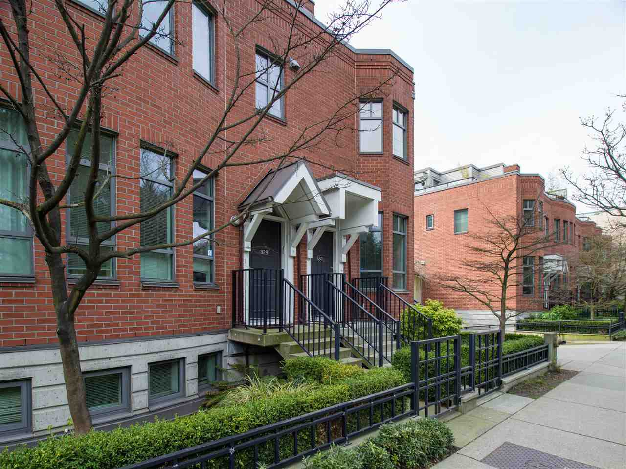 Main Photo: 830 West 6th Avenue in Vancouver: Fairview VW Townhouse for sale (Vancouver West)  : MLS®# R2444950