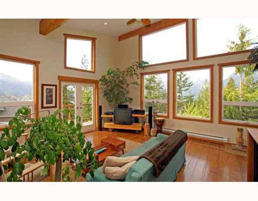 Main Photo: 1013 TOBERMORY Way in Squamish: Garibaldi Highlands House for sale : MLS®# V757176