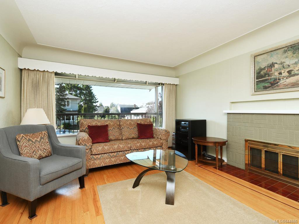 Main Photo: 1310 May St in Victoria: Vi Fairfield West Single Family Detached for sale : MLS®# 844886