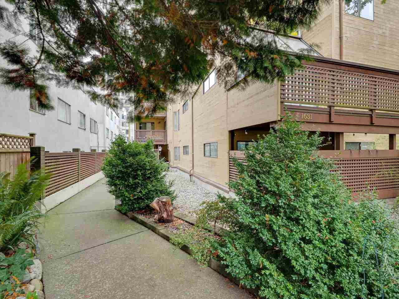 "Main Photo: 302 1631 COMOX Street in Vancouver: West End VW Condo for sale in ""WESTENDER ONE"" (Vancouver West)  : MLS®# R2510654"