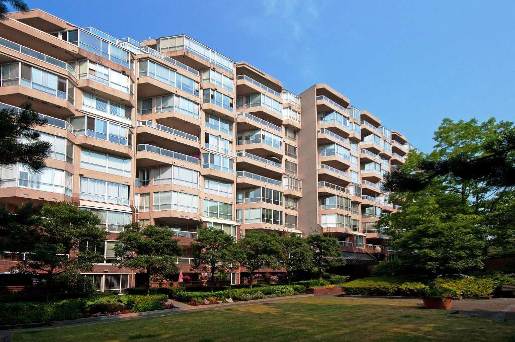 "Main Photo: 417 518 MOBERLY Road in Vancouver: False Creek Condo for sale in ""Newport Quay"" (Vancouver West)  : MLS®# R2414967"
