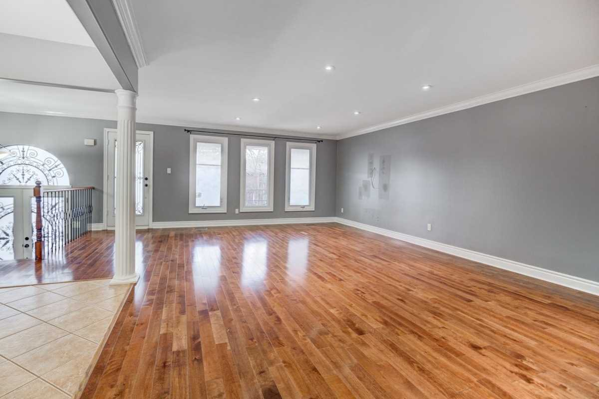 Photo 10: Photos: 87 Whitchurch Mews in Mississauga: Cooksville House (Bungalow-Raised) for lease : MLS®# W4661824