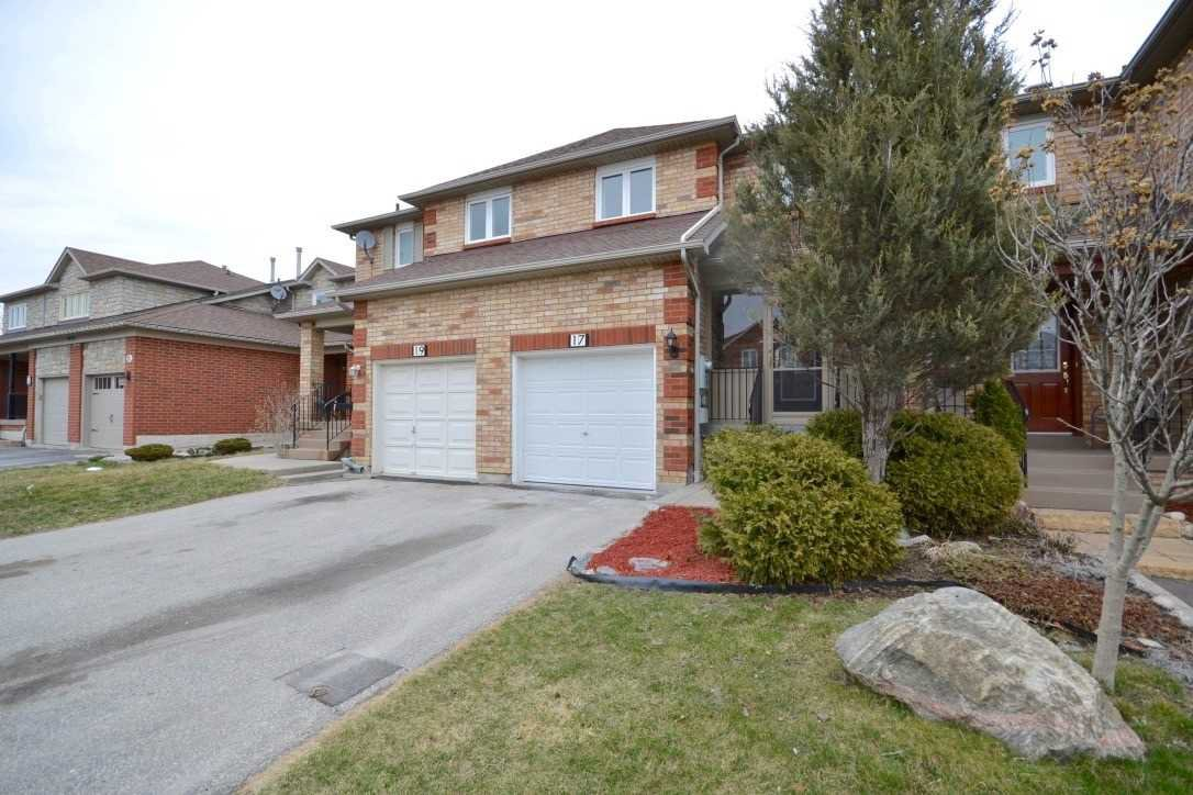 Main Photo: 17 Crieff Avenue in Vaughan: Maple House (2-Storey) for sale : MLS®# N4684409