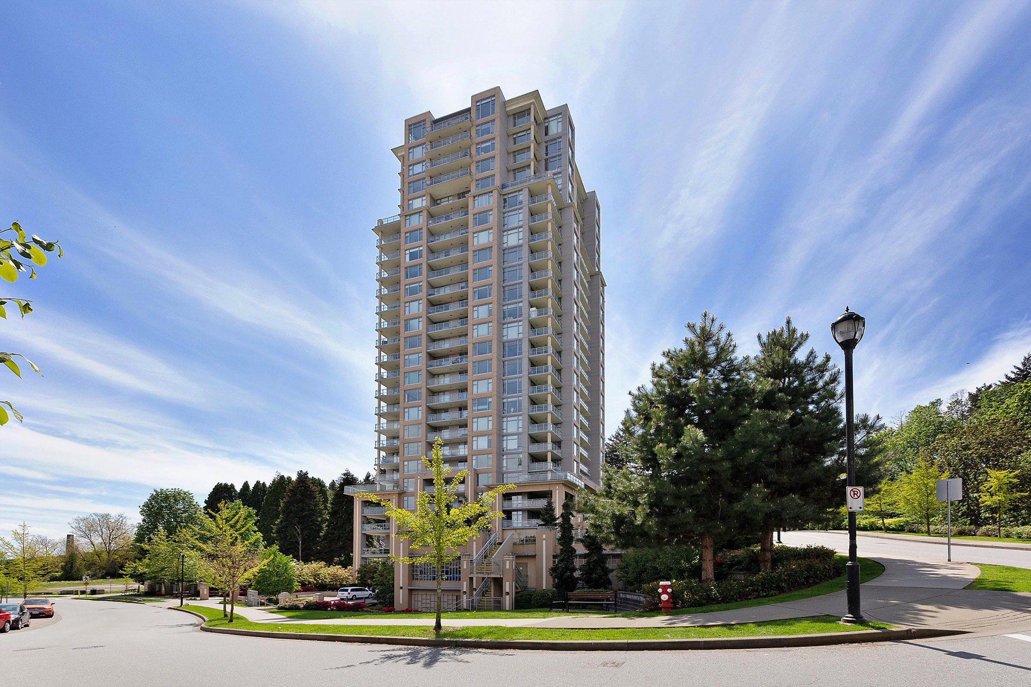 """Main Photo: 2303 280 ROSS Drive in New Westminster: Fraserview NW Condo for sale in """"THE CARLYLE"""" : MLS®# R2454366"""