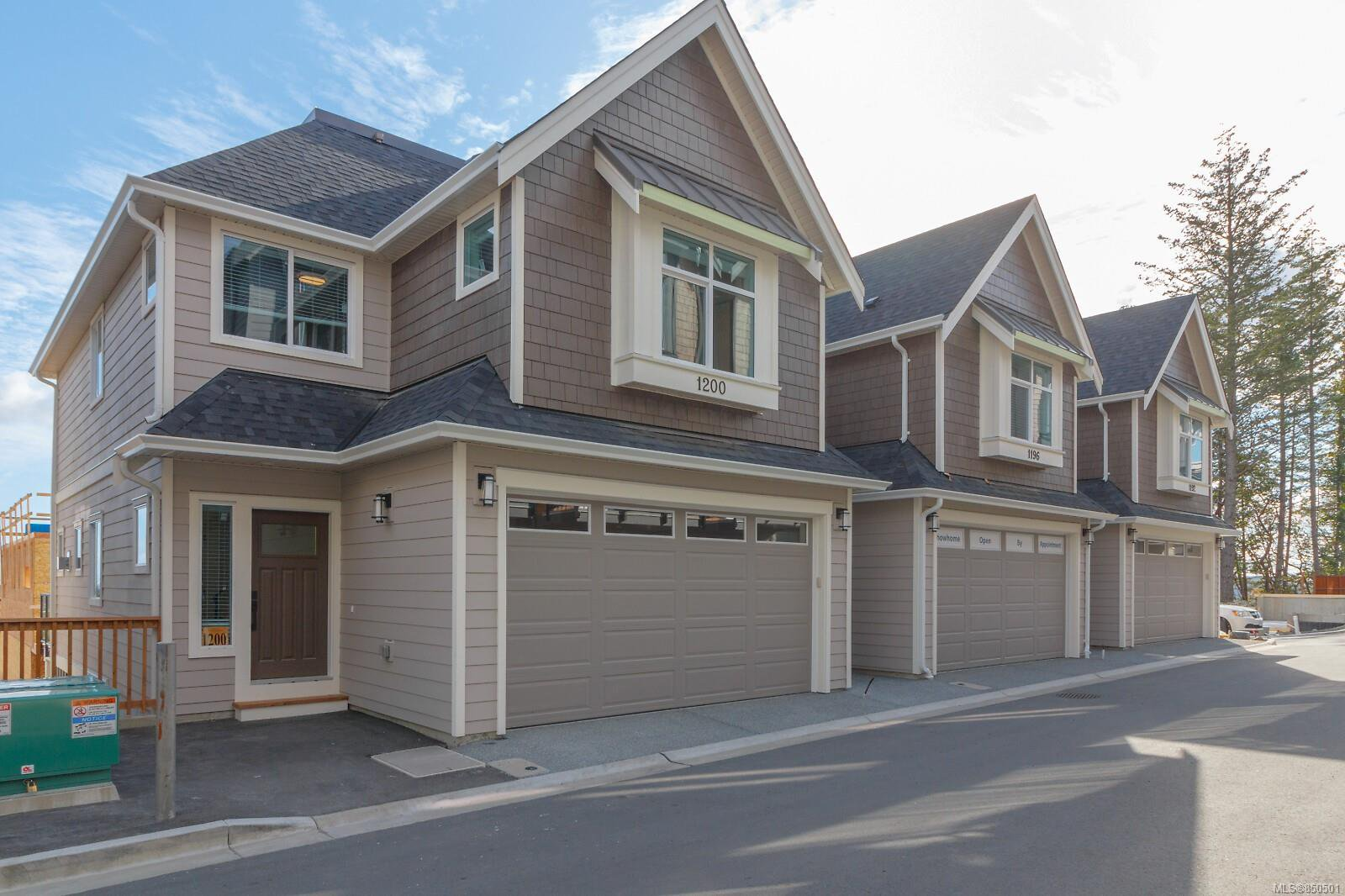 Main Photo: 1224 Moonstone Loop in : La Bear Mountain Row/Townhouse for sale (Langford)  : MLS®# 850501